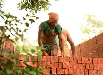 Construcción de una chimenea de ladrillo
